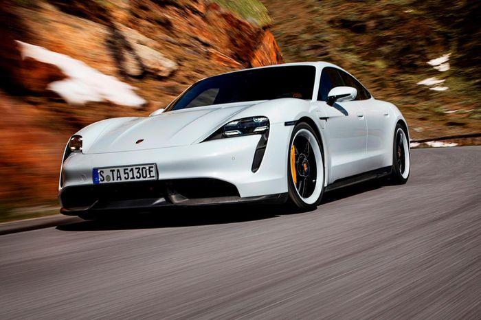 """Porsche Taycan mang về doanh số """"khủng"""", vượt mặt Panamera và 911"""
